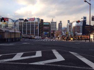 市ヶ谷駅前の夕方の光景