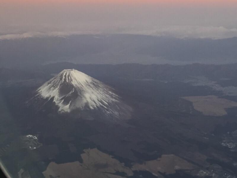 【往路】ANA985便から眺める早朝の富士山