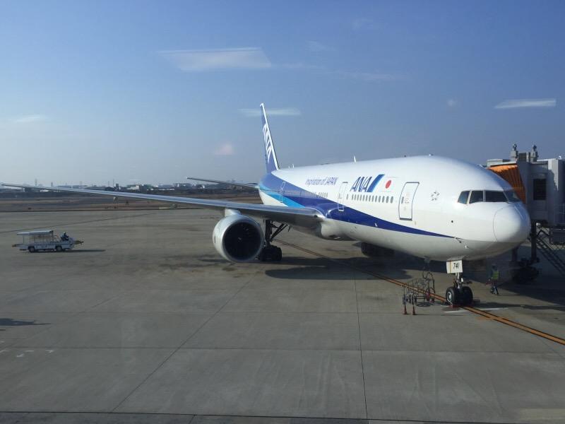 伊丹空港で待機する ANA020便