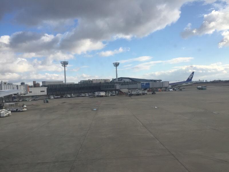 プッシュバック中のANA028便から眺める光景(その2)