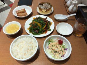 シウマイ定食(牛肉とピーマンの炒め定食)