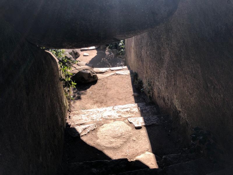 くぐり岩の上からの眺め