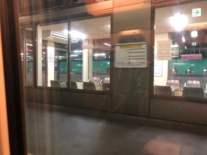 車内から見る盛岡駅