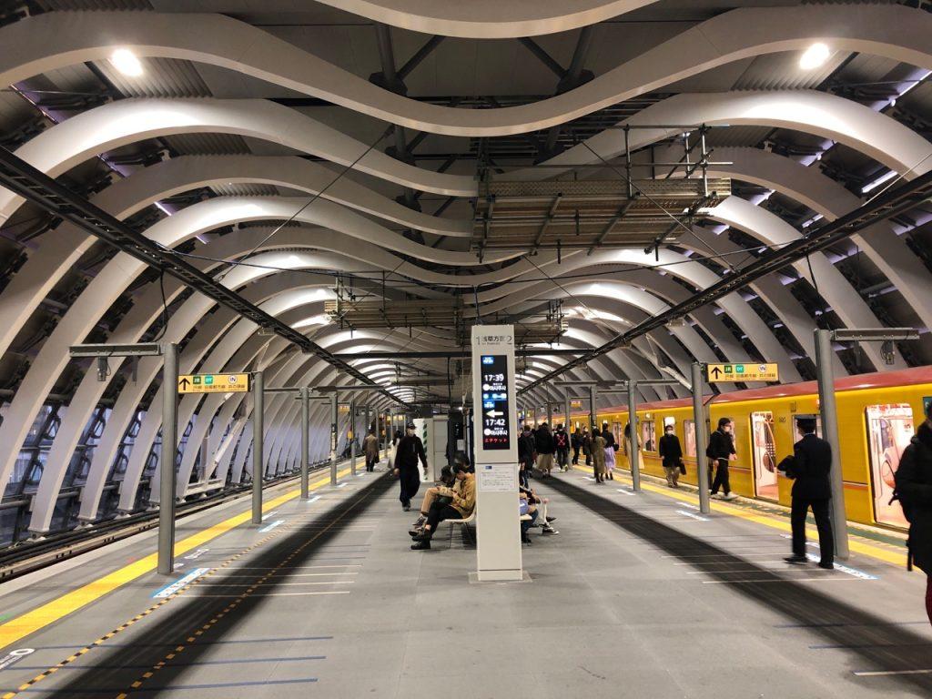 東京メトロ銀座線 渋谷駅 プラットホームの光景